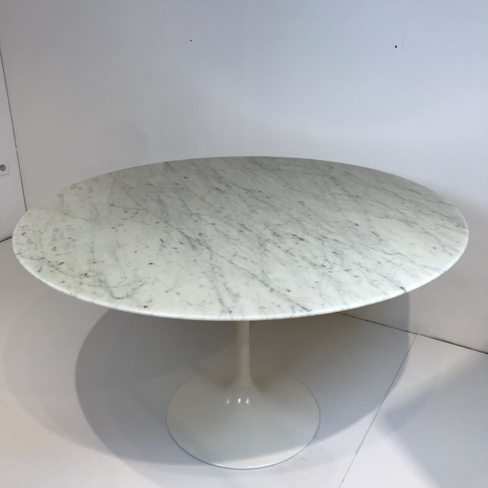 White marble Tulip table by Eero Saarinen for Knoll International, 1990s