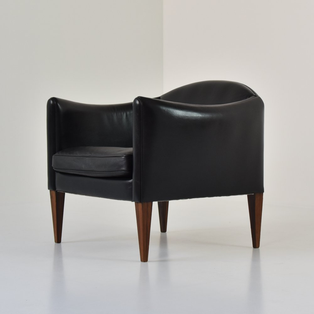 Rare V12 easy chair by Illum Wikkelsø for Søren Willadsen Møbelfabrik, Denmark