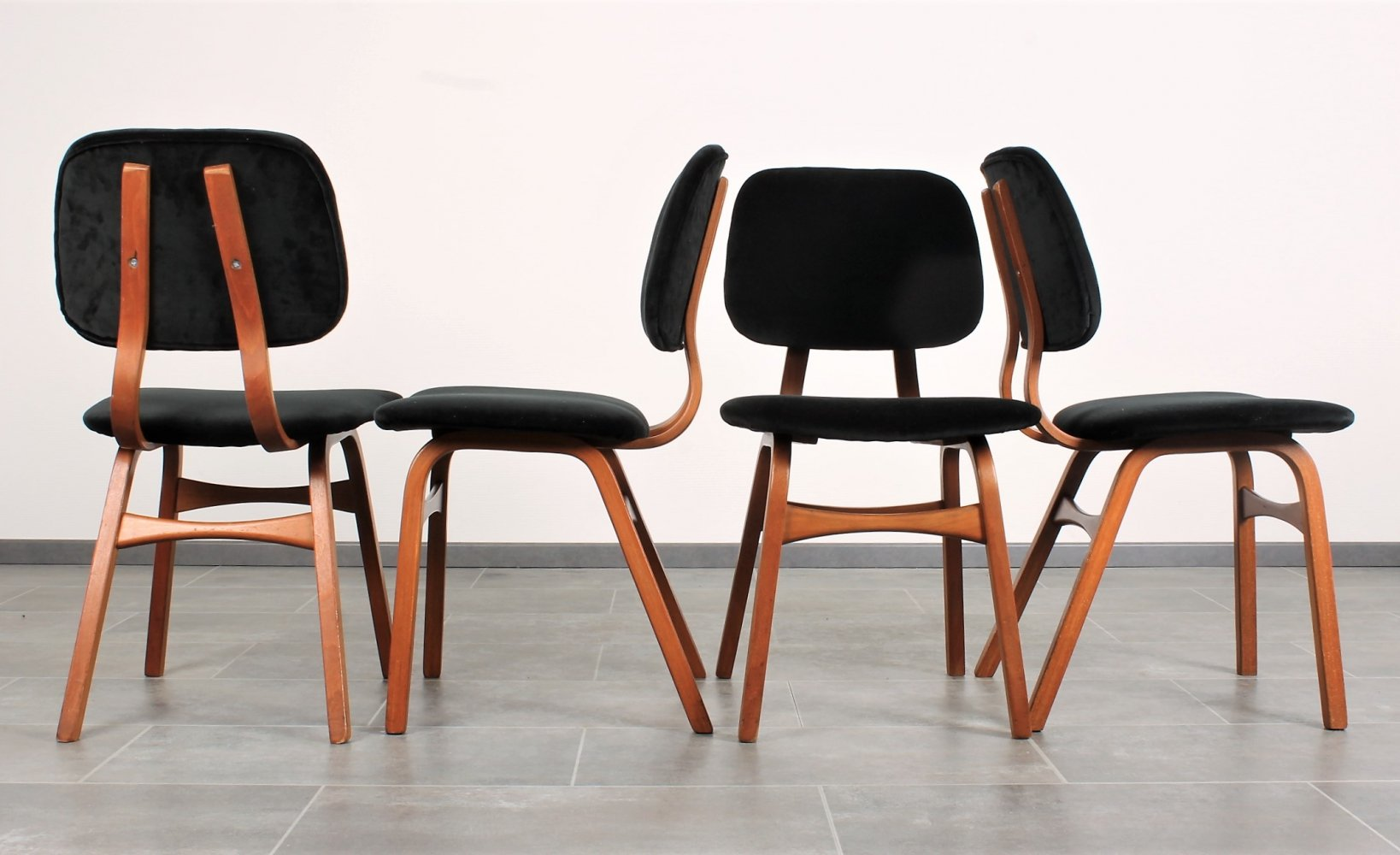 Set of 4 Bentwood dutch dining chairs with velvet upholstery