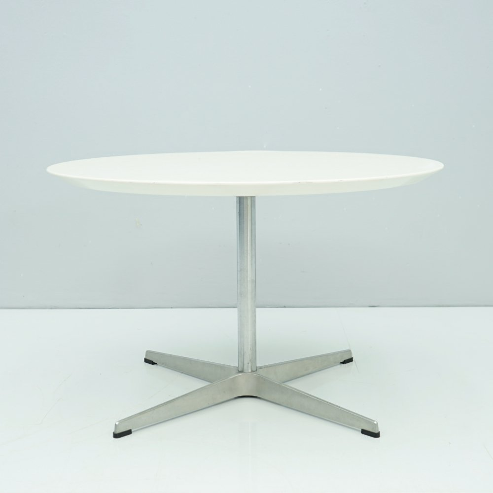 Arne Jacobsen Side or Coffee Table by Fritz Hansen