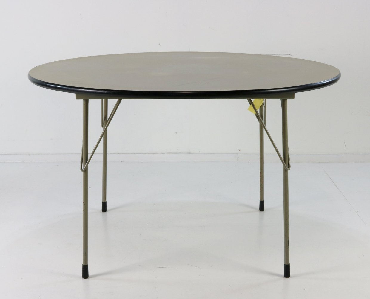 Round model 3711 dining table by Wim Rietveld for Gispen, 1959