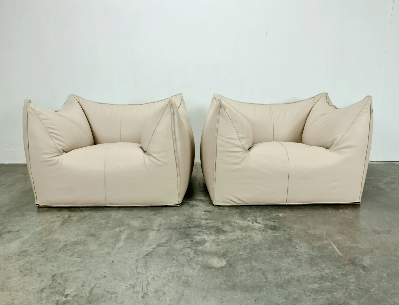 Set of 2 beige leather Le Bambole Chairs by Mario Bellini for B&B Italia, 1970s