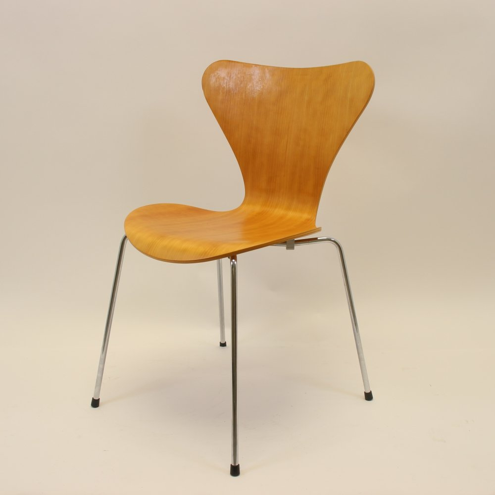 Model 3107 Butterfly chair by Arne Jacobsen, 1997