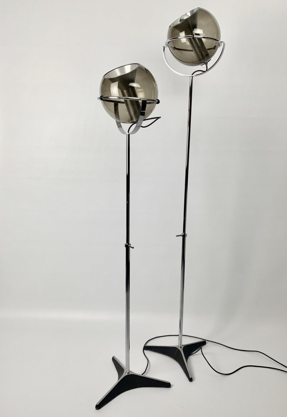 D2000 floor lamps by Frank Ligtelijn for Raak with glass globes by Peil & Putzler