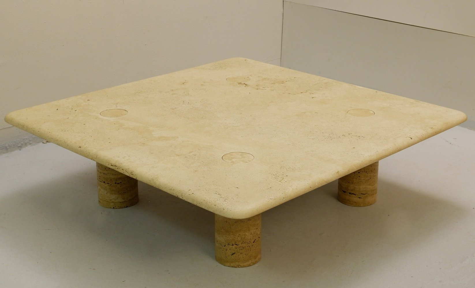 Small low coffee table in travertine by Angelo Mangiarotti, 1950s