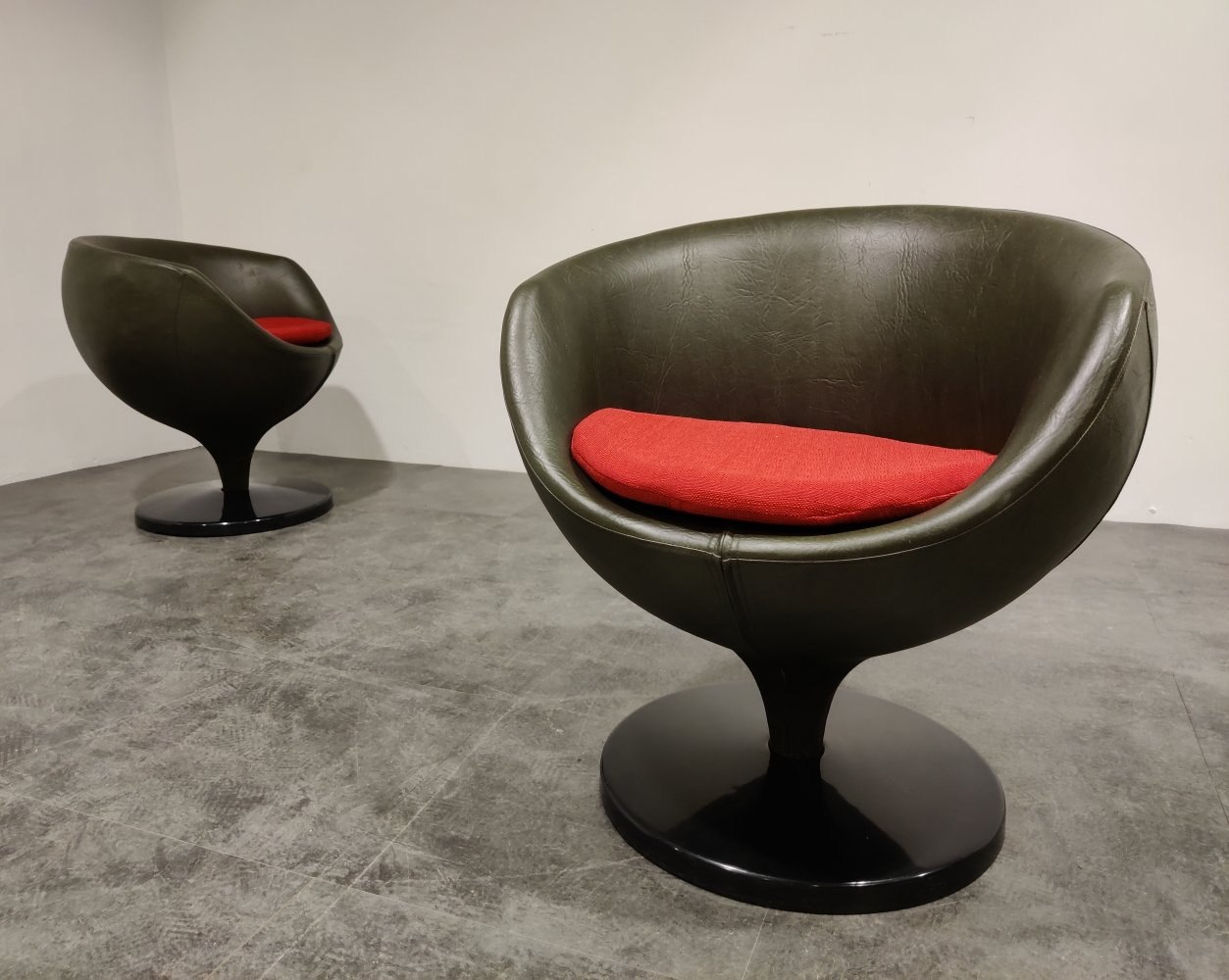 Pair of Luna lounge chairs by Pierre Guariche for Meurop, 1960s