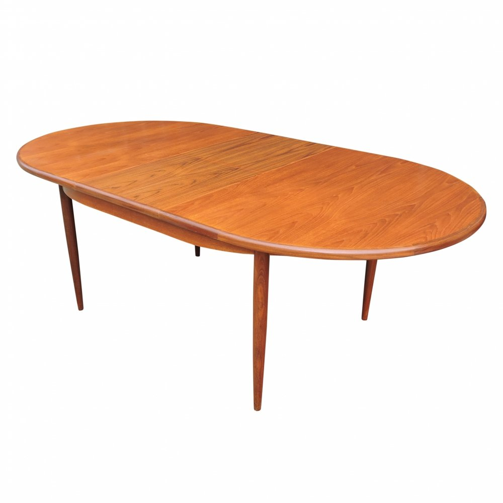 Vintage Oval Extendable Teak Dining Table by Victor Wilkins for G-Plan, 1960s