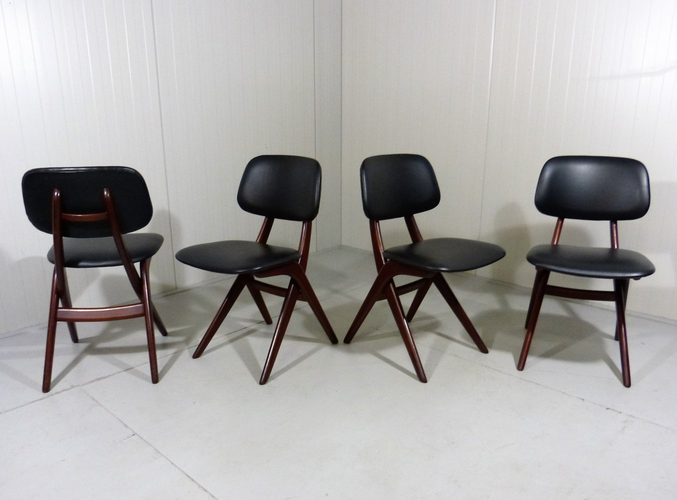 Set of 4 pelican chairs by Louis van Teeffelen, 1960