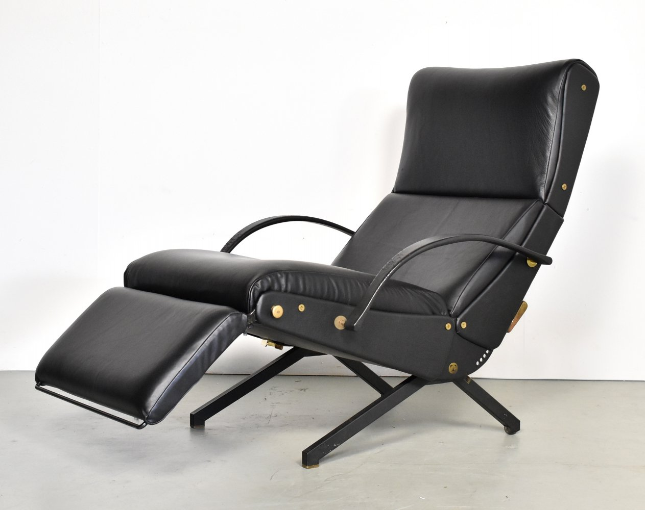 Early P40 Lounge Chair by Osvaldo Borsani for Tecno in black leather, 1950s