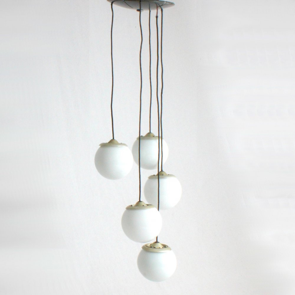 Rare model 2095/5 pendant with opaline globes by Gino Sarfatti for Arteluce, 1950s