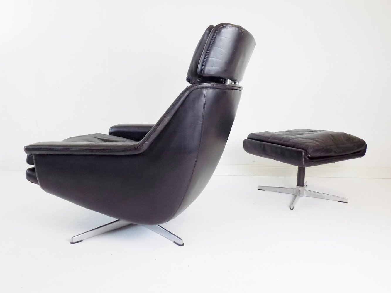 ESA 802 black leather armchair with ottoman by Werner Langenfeld