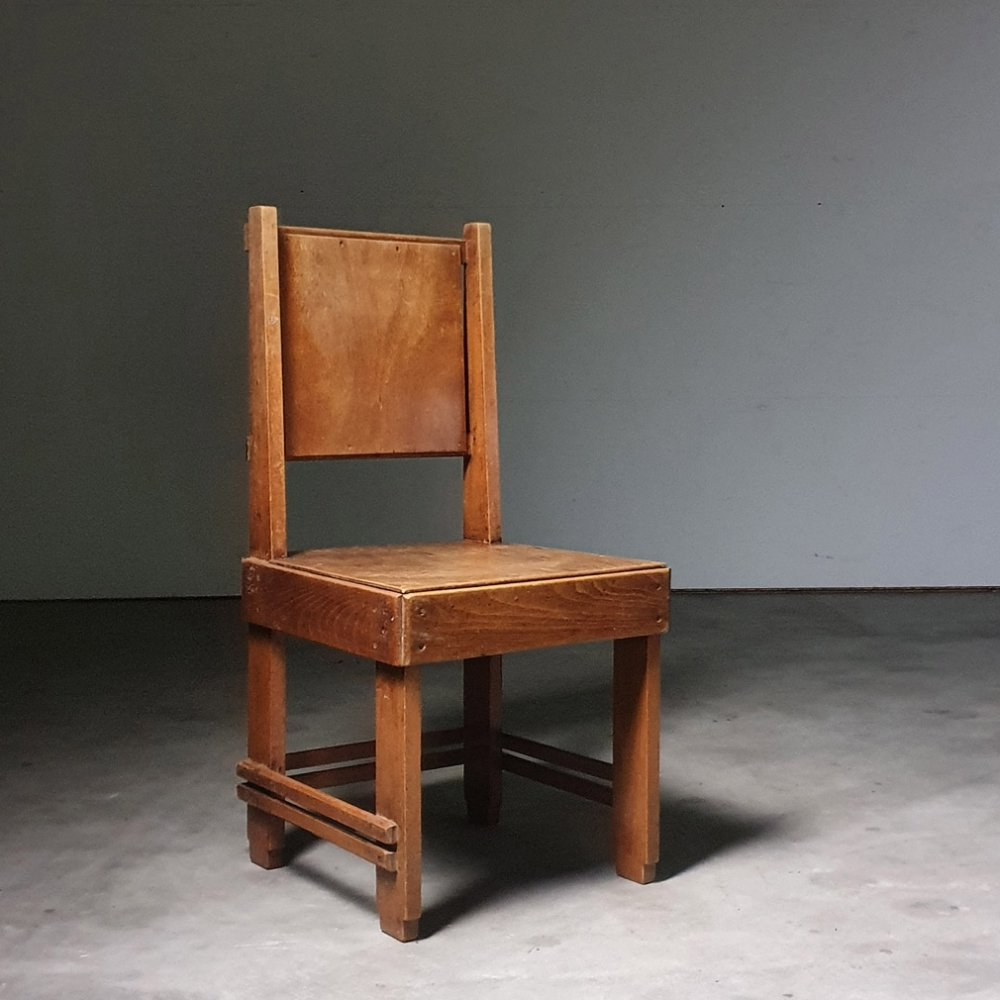 Highly collectible 1930s modernist chair made for a sanitorium