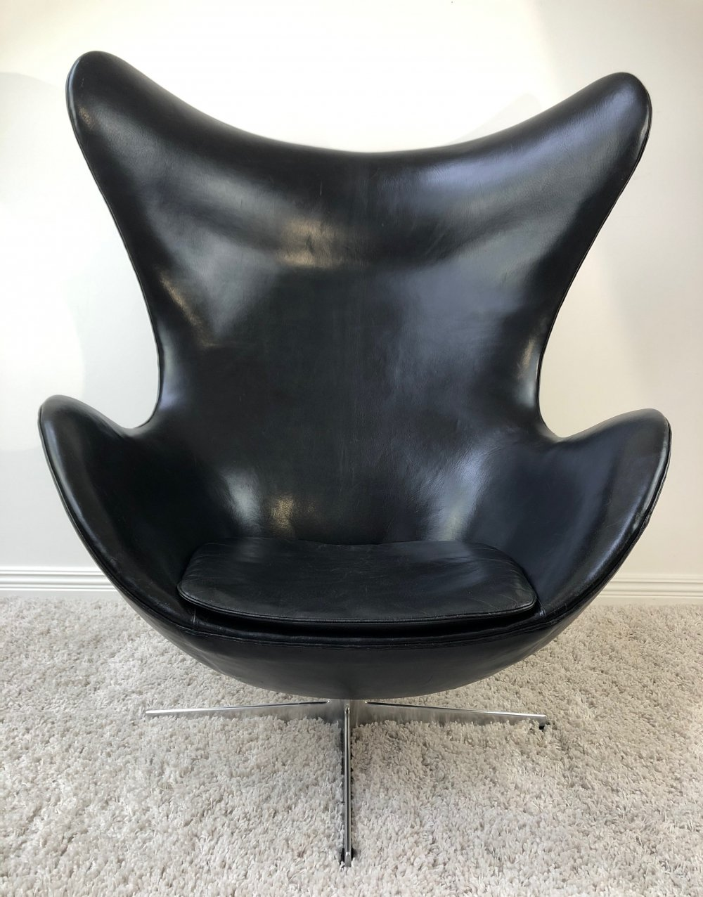 Arne Jacobsen FH-3316 Egg Chair in black patinated leather, 1960