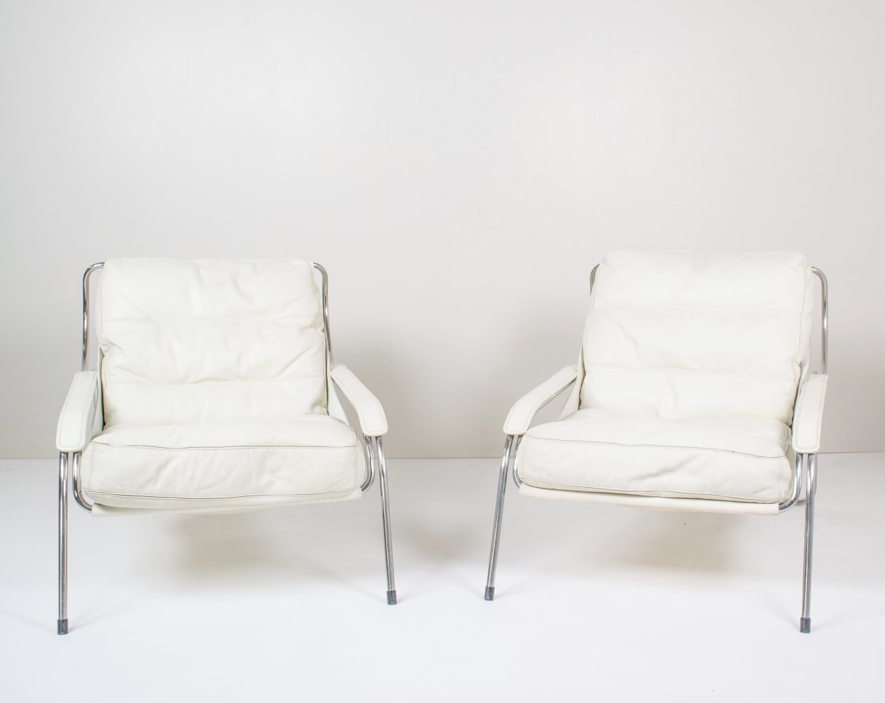 Pair of Marco Zanuso Maggiolina White Leather Chairs by Zanotta, Italy