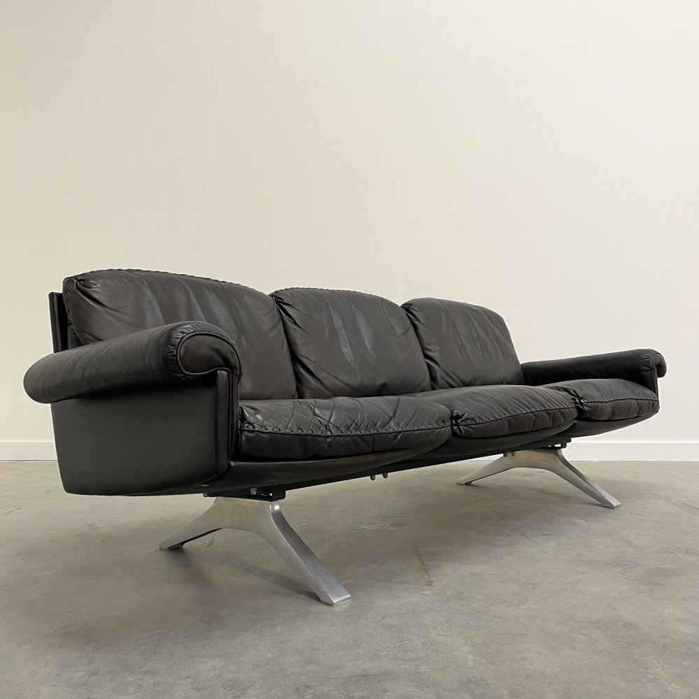 Black leather vintage DS31 sofa by De Sede, Swiss design 1970s