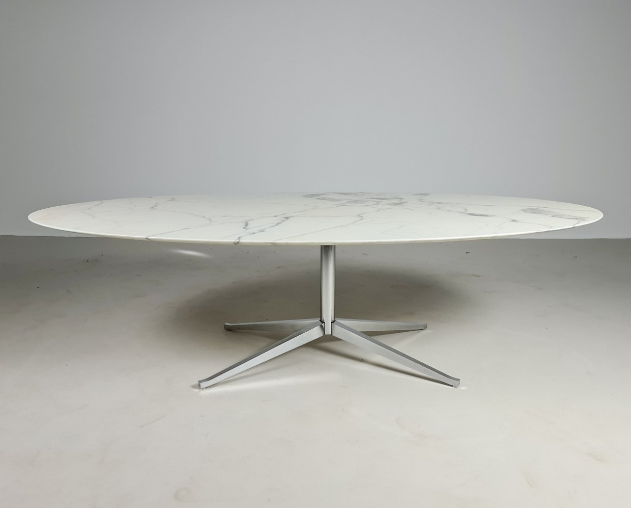 Large marble table by Florence Knoll for Knoll International, 1970s