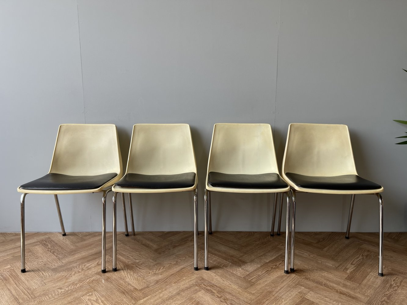 Set of 4 Robin Day dining chairs by the Chair Centre for Hille International, 1970s