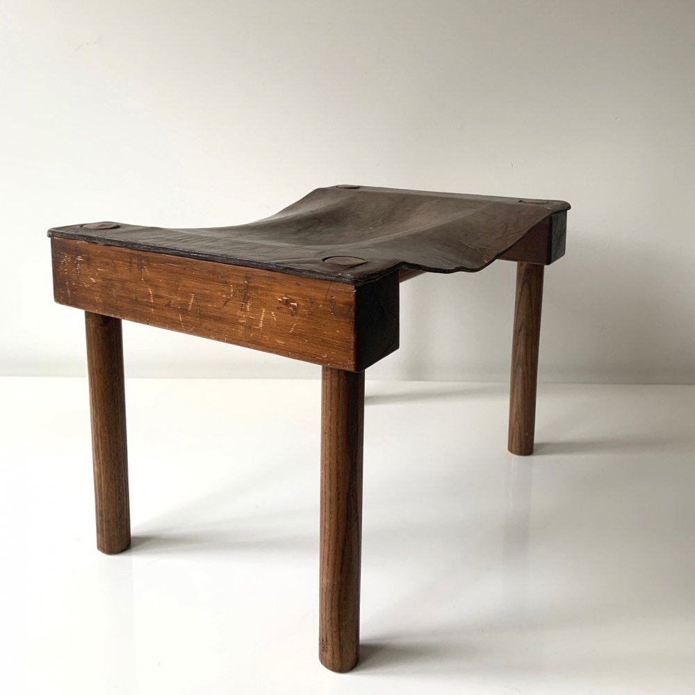 Sculptural stool in elm wood with brown/olive leather, 1950s