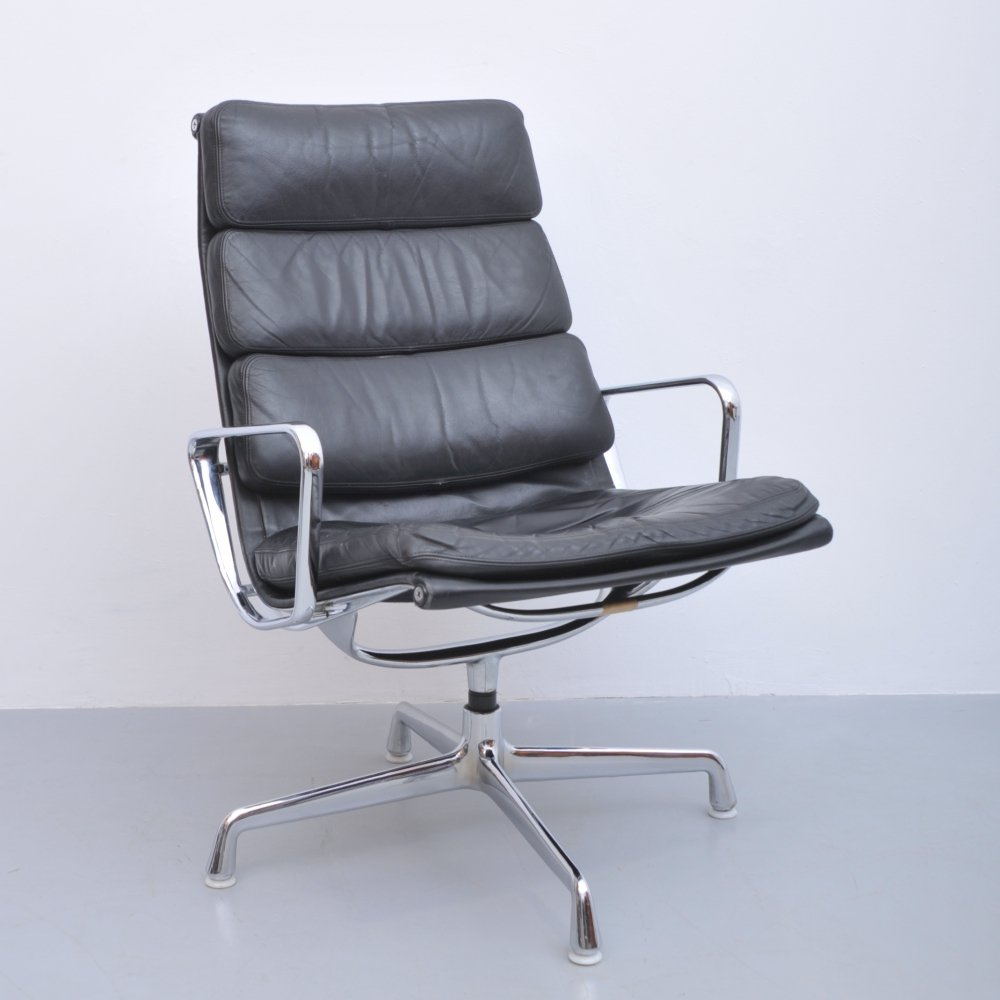 EA214 soft pad lounge chair by Charles & Ray Eames for Herman Miller