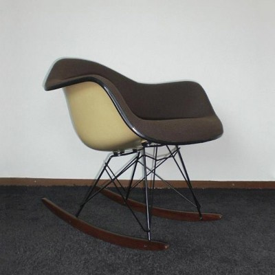 Rar rocking chair by charles ray eames for vitra 1940s for Chaise eames rar vitra