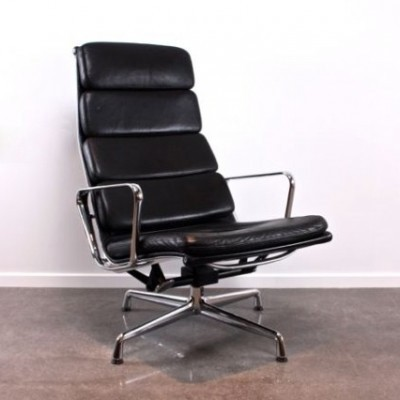 eames ea222 lounge chair by charles ray eames for vitra. Black Bedroom Furniture Sets. Home Design Ideas