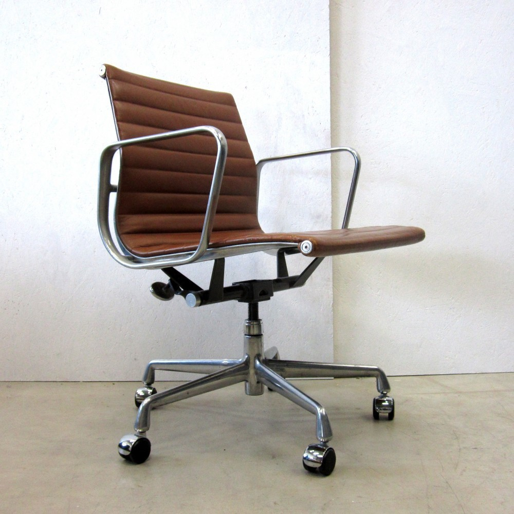 ea335 office chair by charles & ray eames for herman miller, 1960s