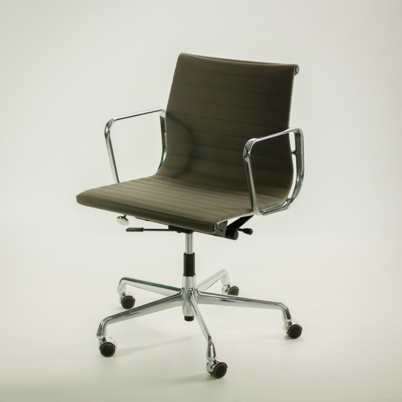 Ea 117 office chair by charles ray eames for vitra for Eames ea 117 replica