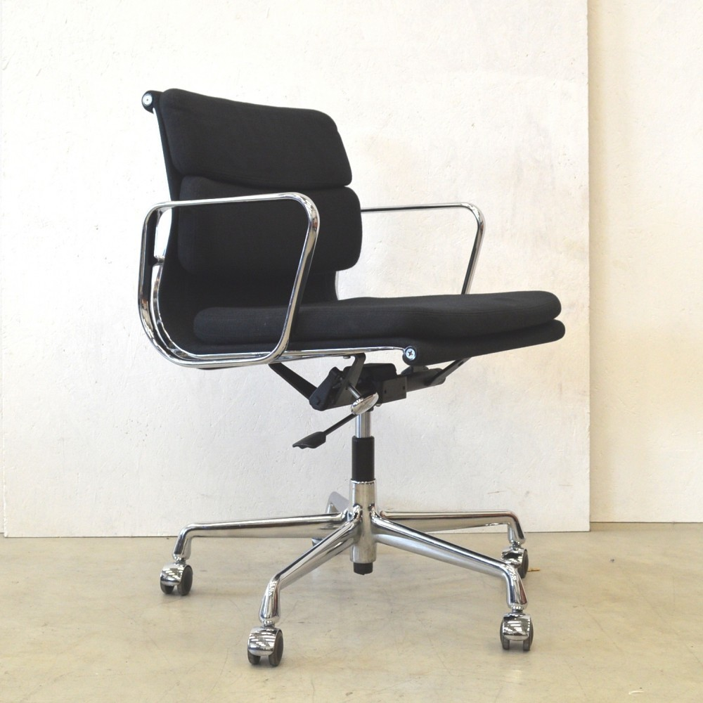 2 x ea217 office chair by charles ray eames for vitra 47121. Black Bedroom Furniture Sets. Home Design Ideas
