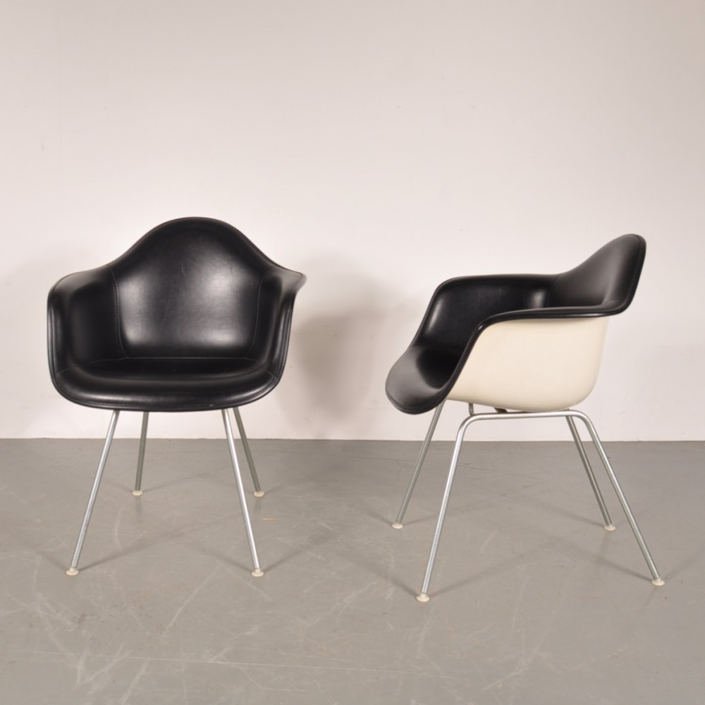 lounge chair from the sixties by charles ray eames for. Black Bedroom Furniture Sets. Home Design Ideas