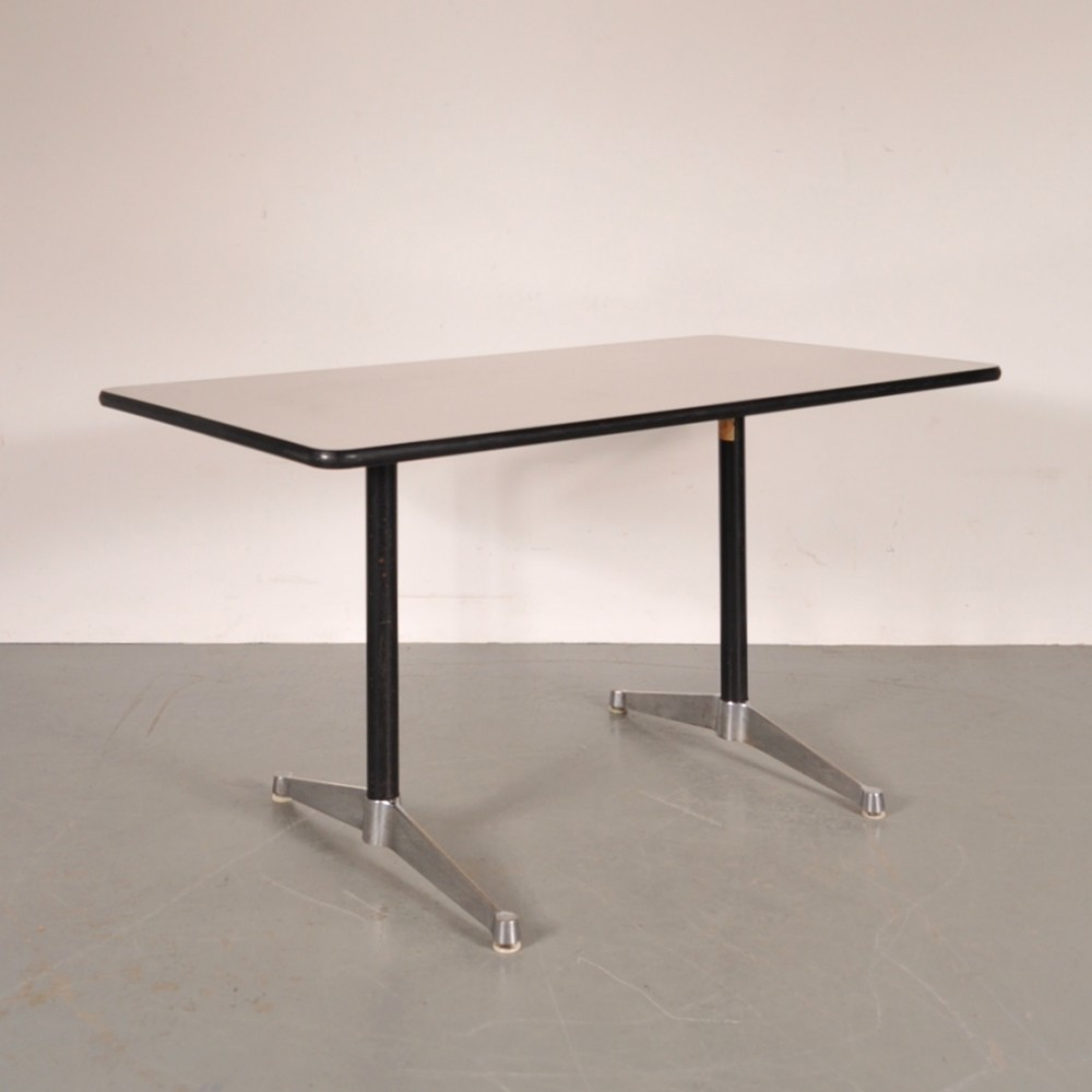 Dining table by charles ray eames for herman miller - Eames table herman miller ...