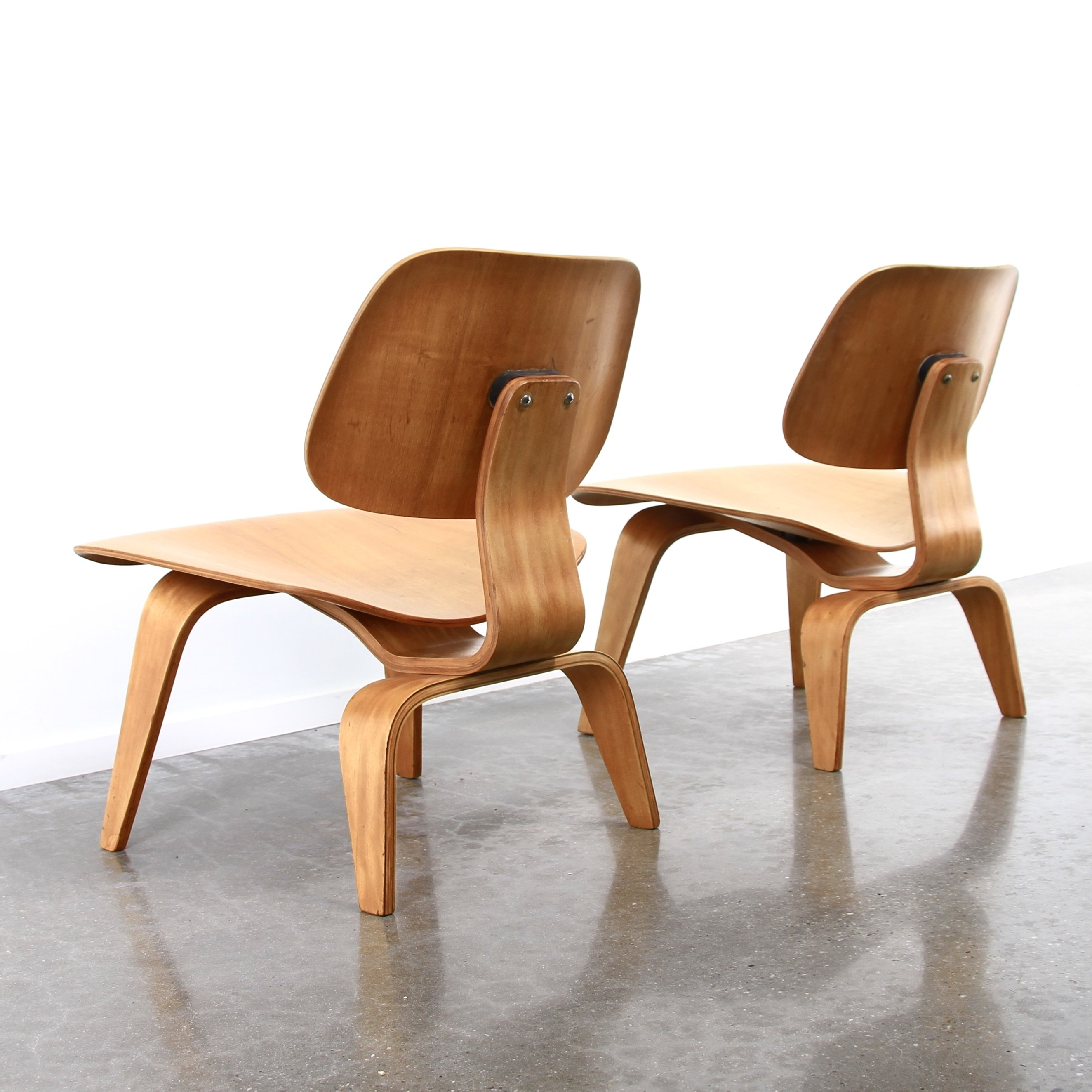 Pair of lcw evans edition lounge chairs by charles ray for Eames stoelen tweedehands