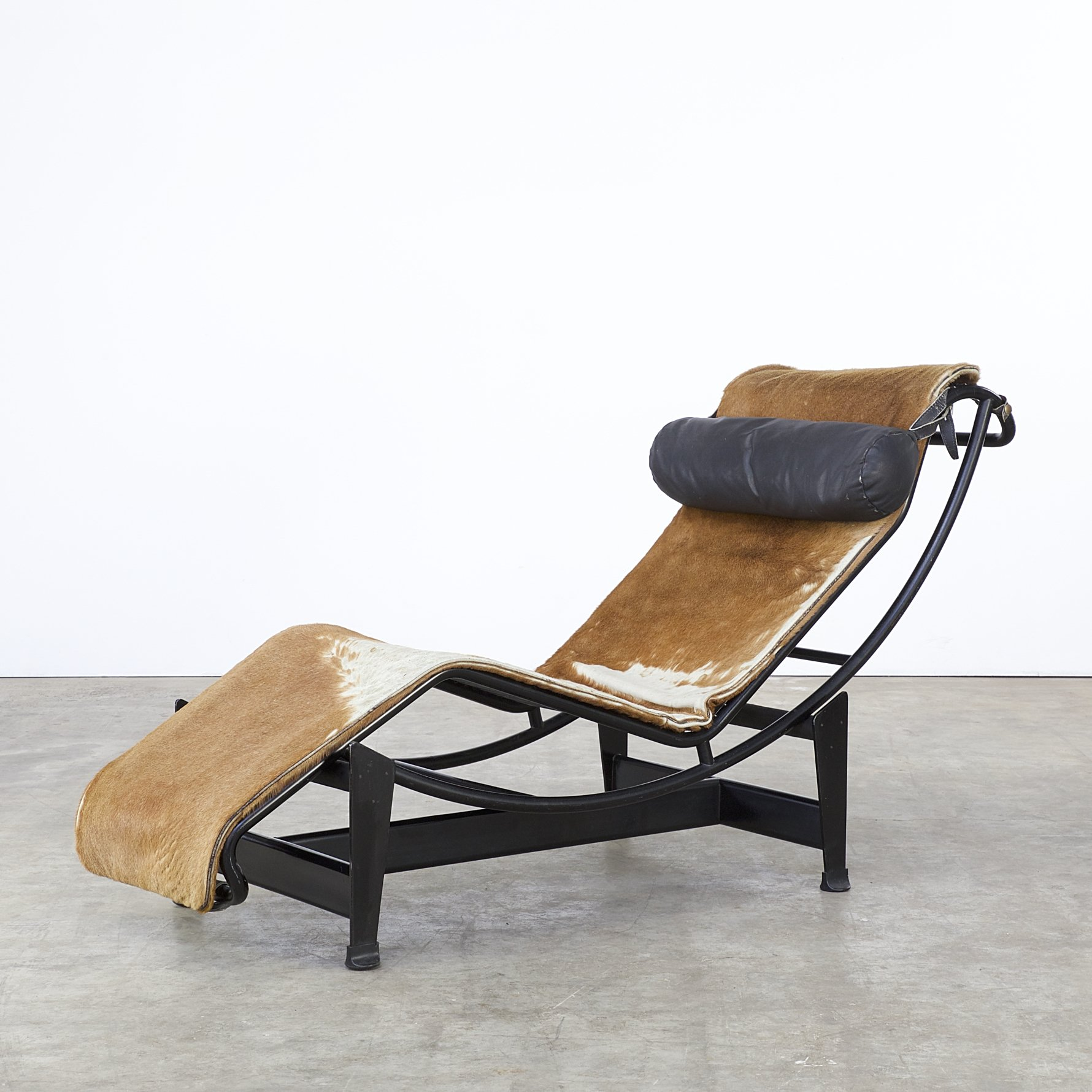 lc4 lounge chair by le corbusier charlotte perriand. Black Bedroom Furniture Sets. Home Design Ideas