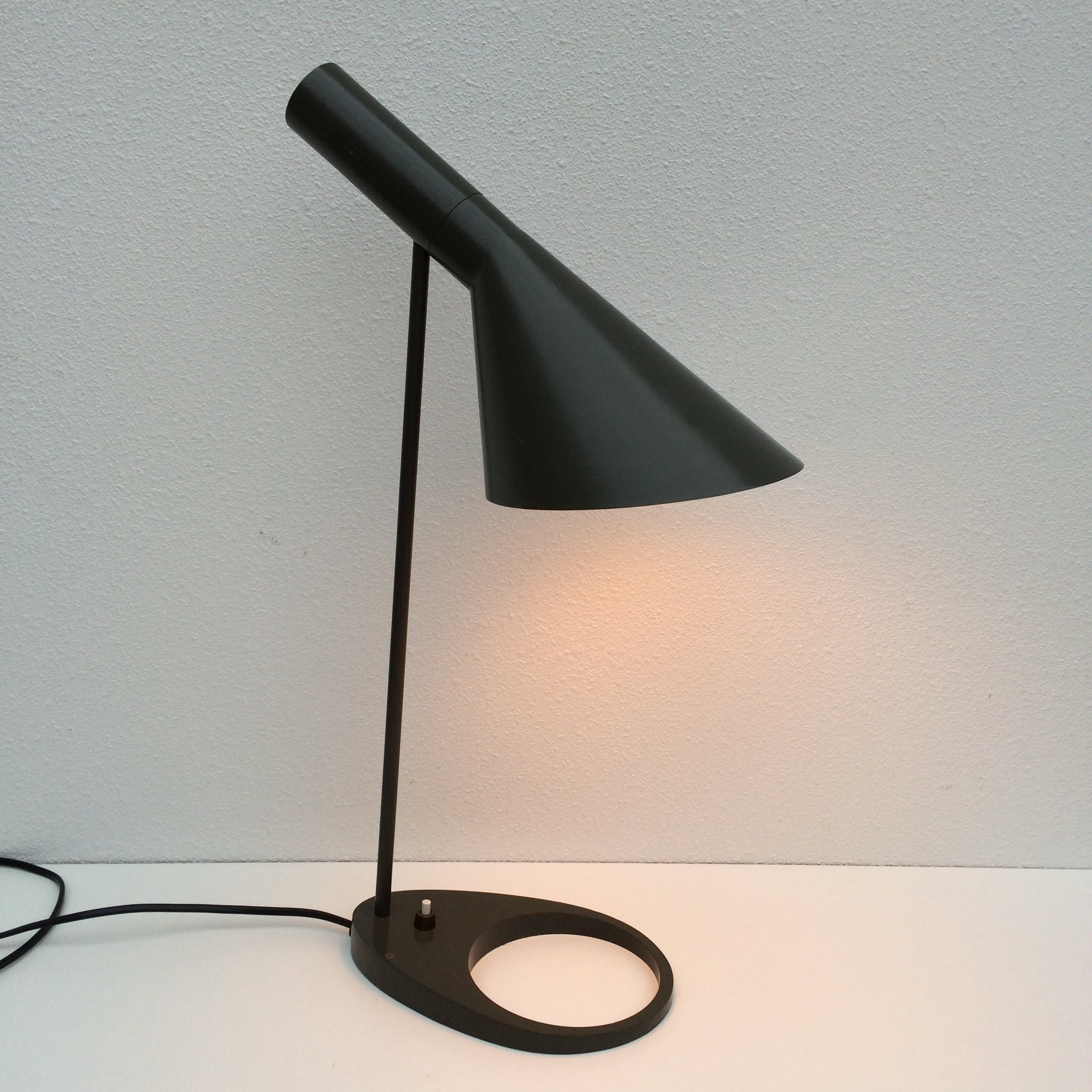 aj visor desk lamp by arne jacobsen for louis poulsen 1950s 59405. Black Bedroom Furniture Sets. Home Design Ideas
