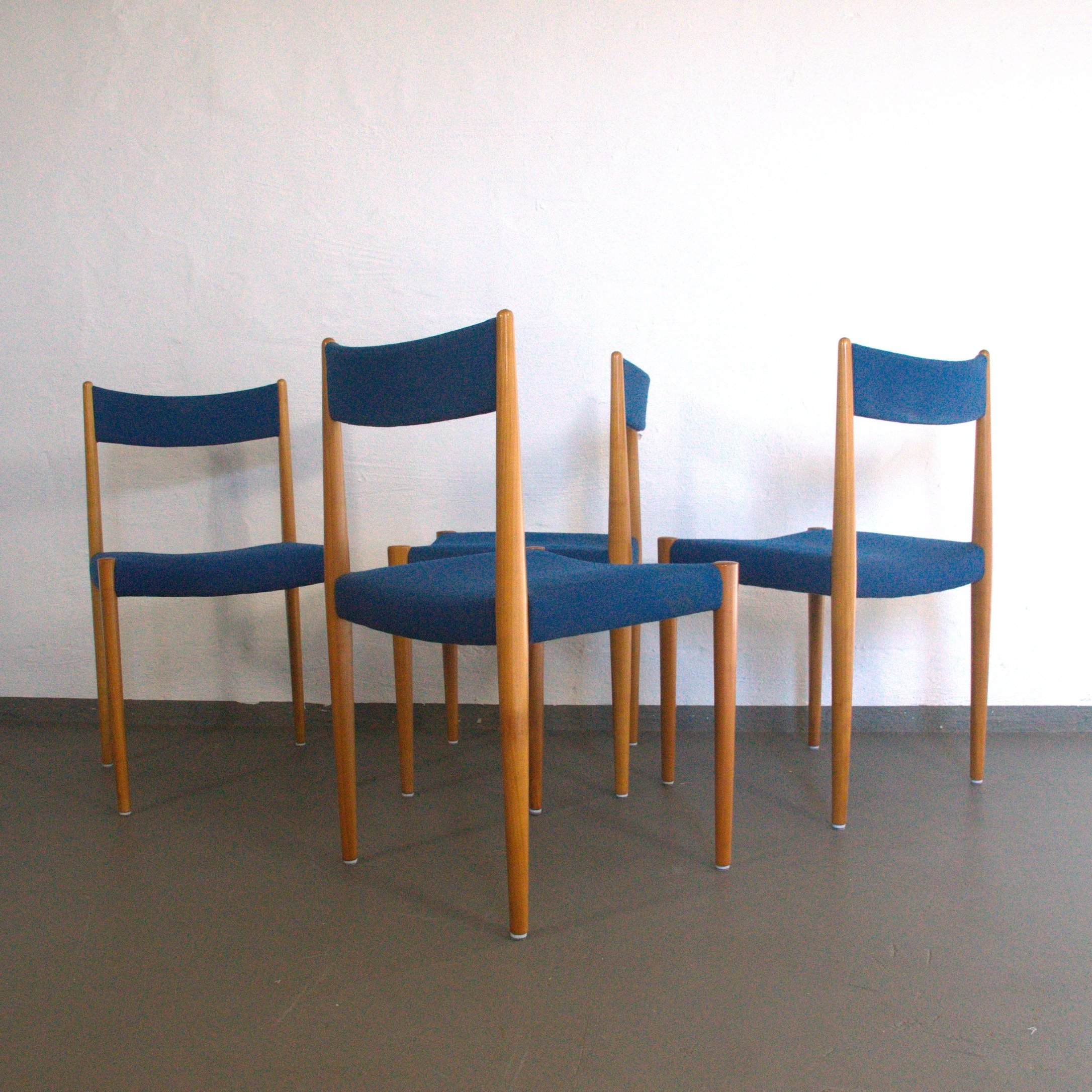 Picture of: Set Of 4 Cherrywood Dining Chairs With Blue Fabric By Lubke 59483