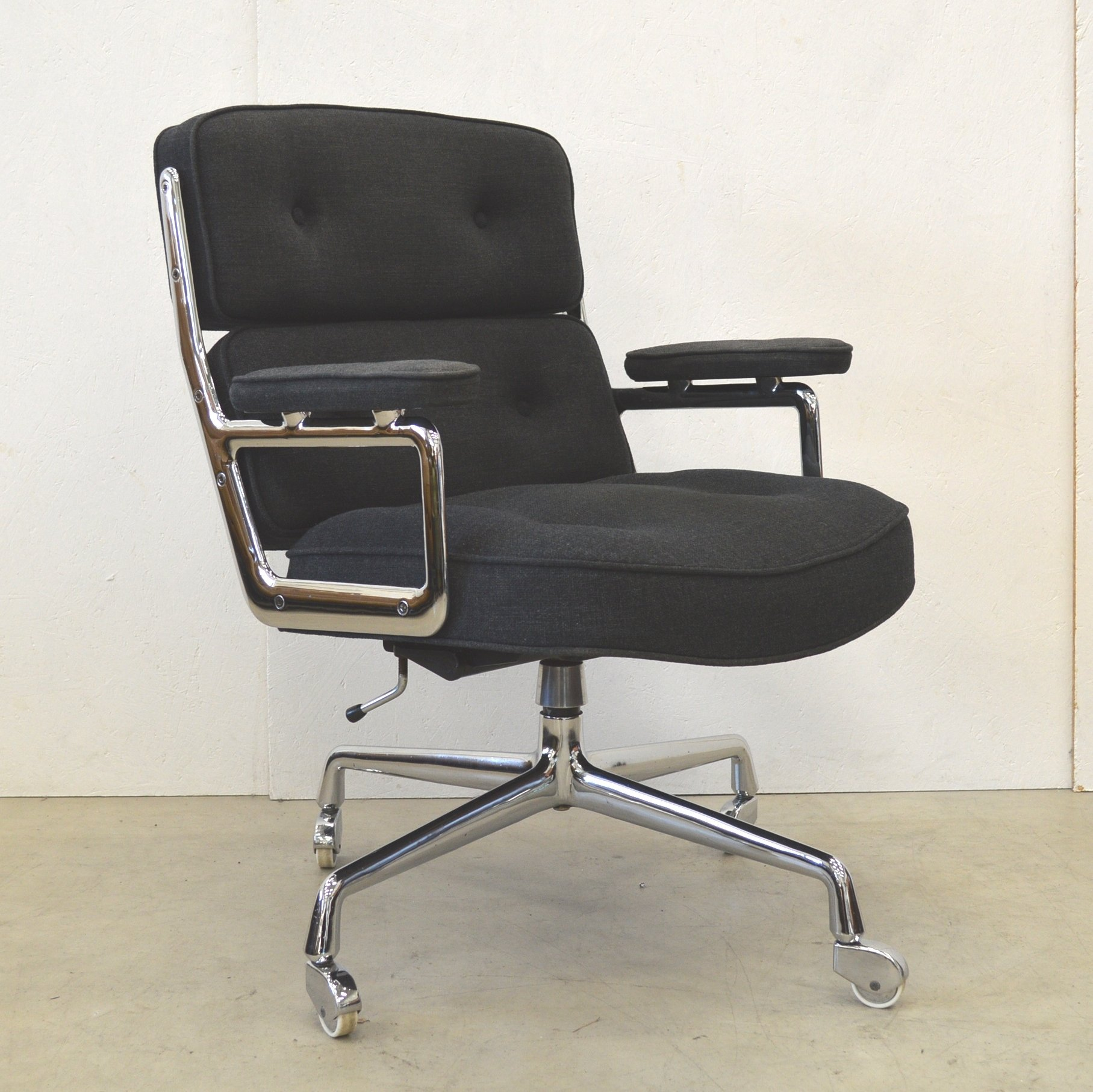 ES104 Lobby fice Chair from the seventies by Charles