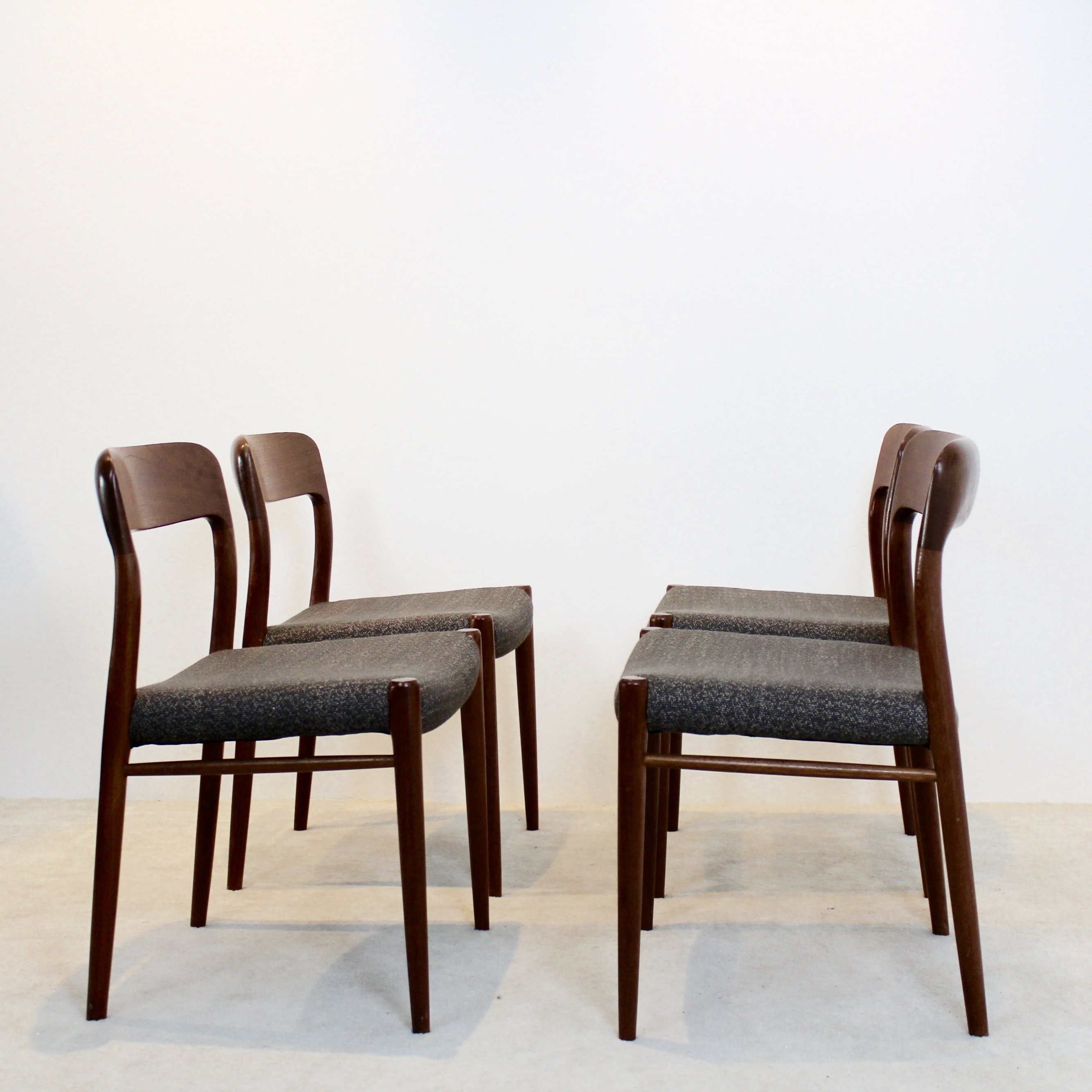 Charmant Model 75 Dining Chairs By Niels Otto Møller For J.L. Møllers Møbelfabrik A/S
