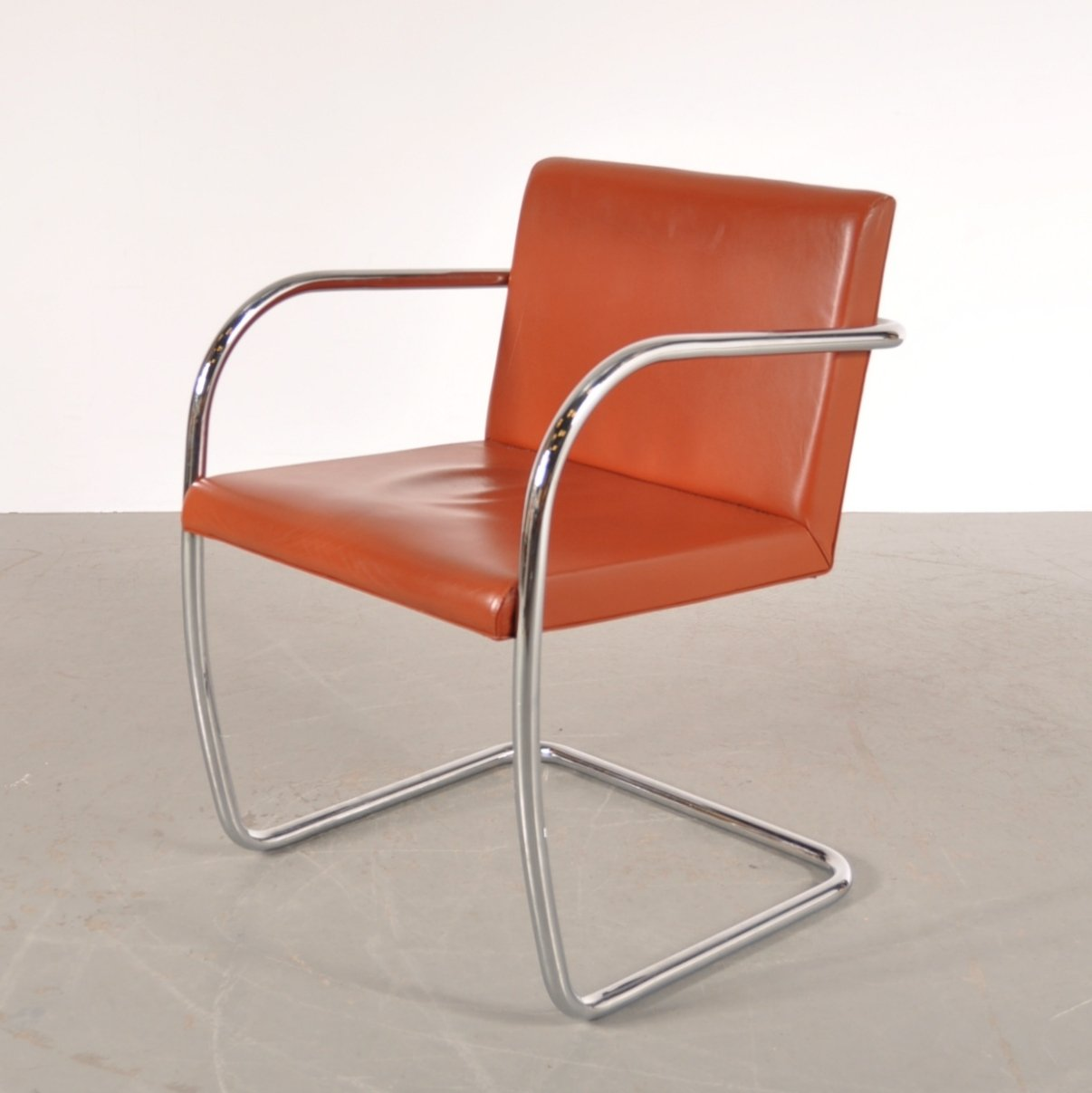 Mies van der rohe chaise tubular steel chair by ludwig for Chaise barcelona knoll prix