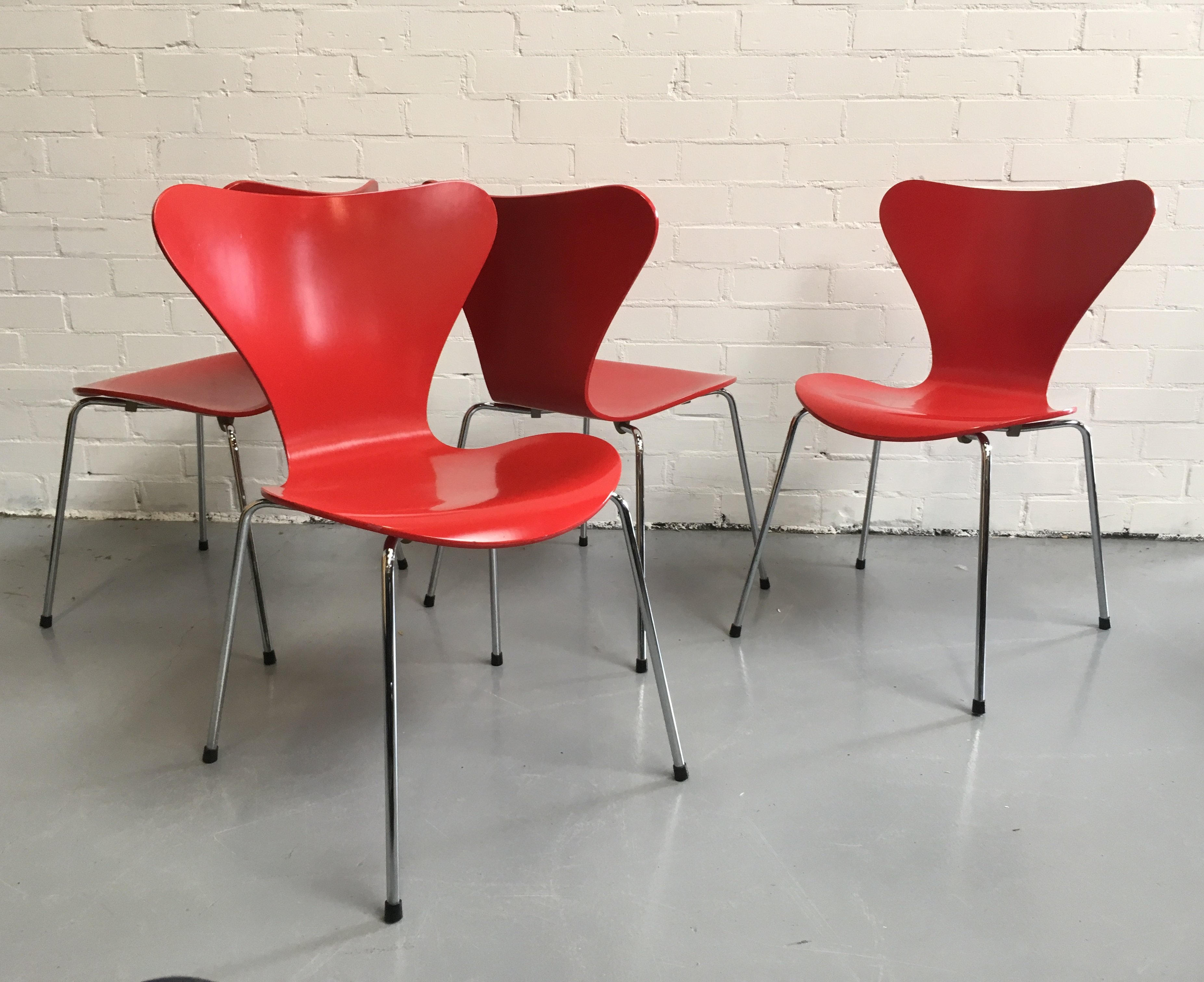 Set Of 4 3107 Butterfly Dining Chairs By Arne Jacobsen For