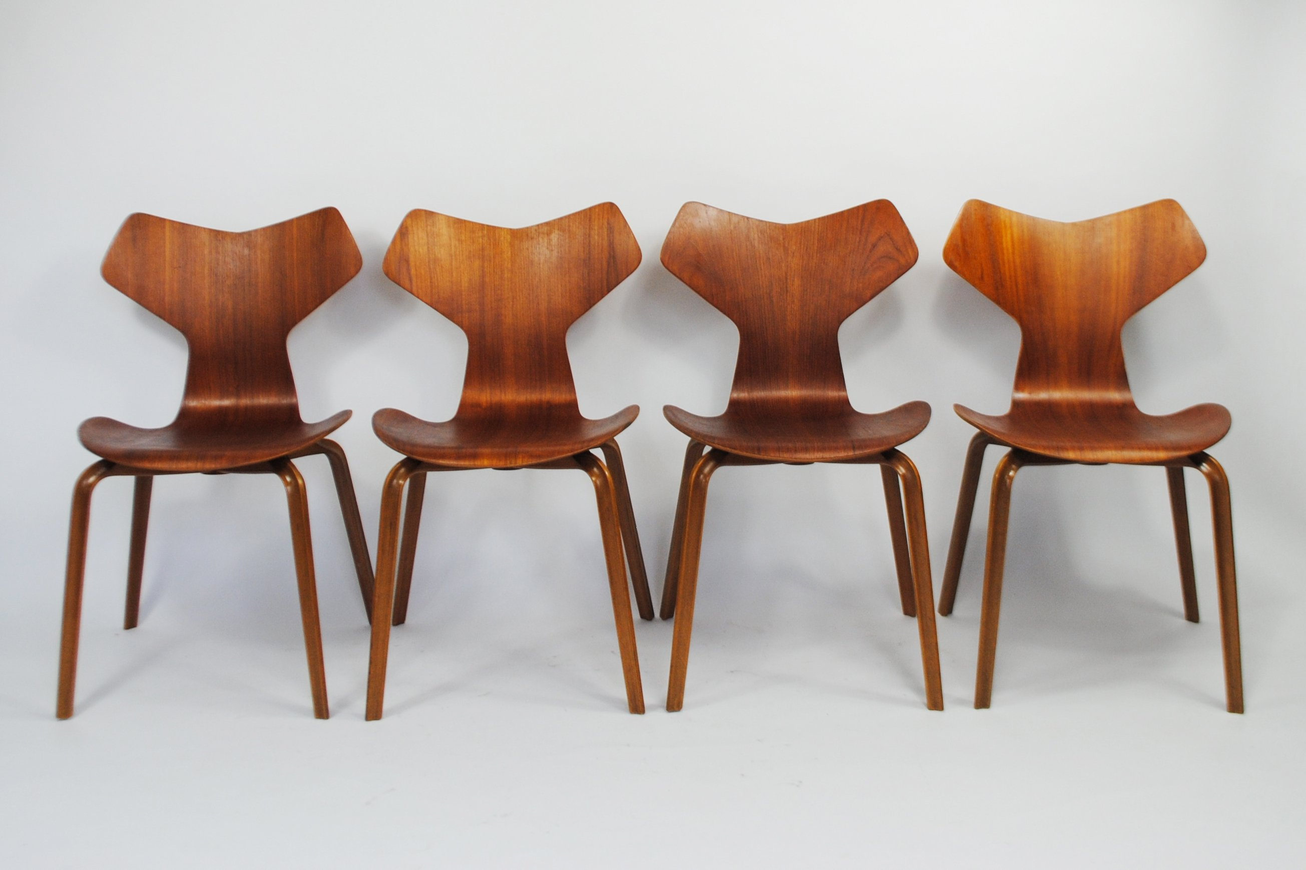 Jacobsen Furniture. Set Of 4 Grand Prix Dinner Chairs By Arne Jacobsen For  Fritz Hansen
