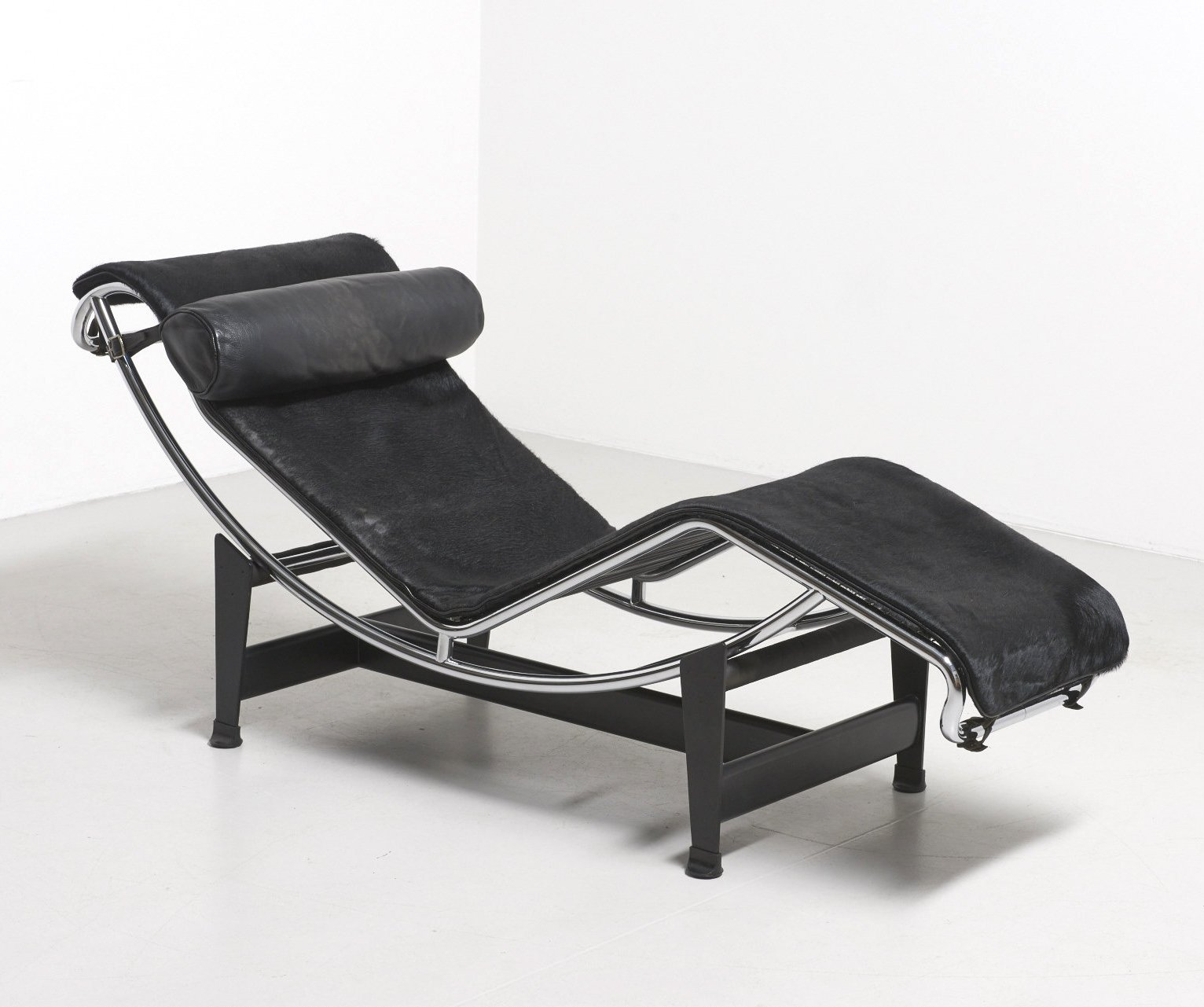 lc4 lounge chair from the sixties by le corbusier charlotte perriand for cassina 62616. Black Bedroom Furniture Sets. Home Design Ideas