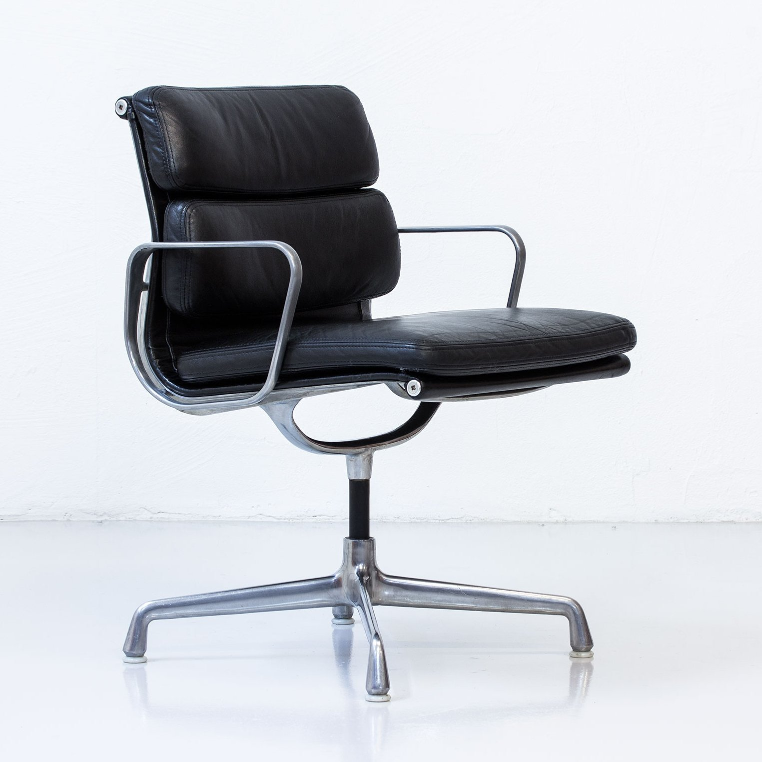 Original eames lounge chair - Soft Pad Office Chair By Charles Amp Ray Eames For Herman