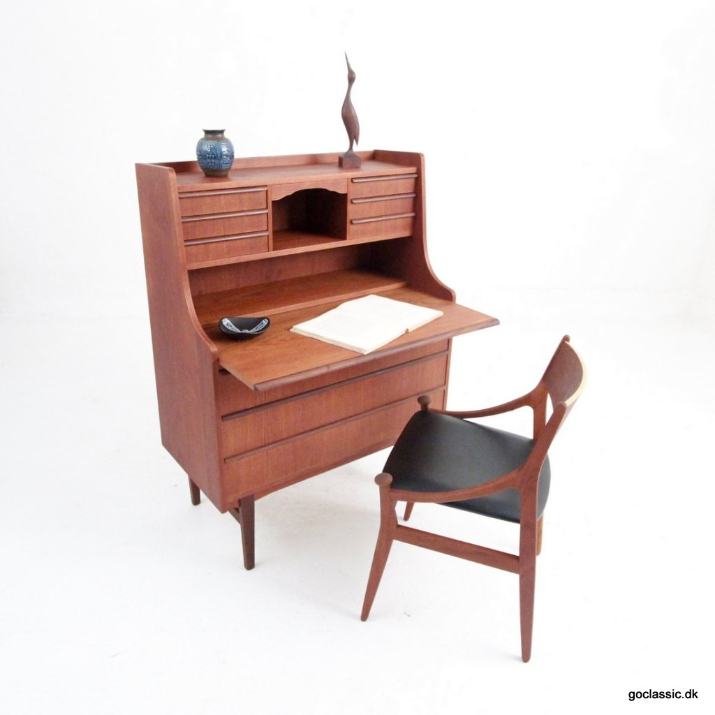 writing bureau desk Discover contemporary and modern computer and home office desk designs and ideas the best collection of secretary desks, corner desks, writing desks and l-shaped desk designs.