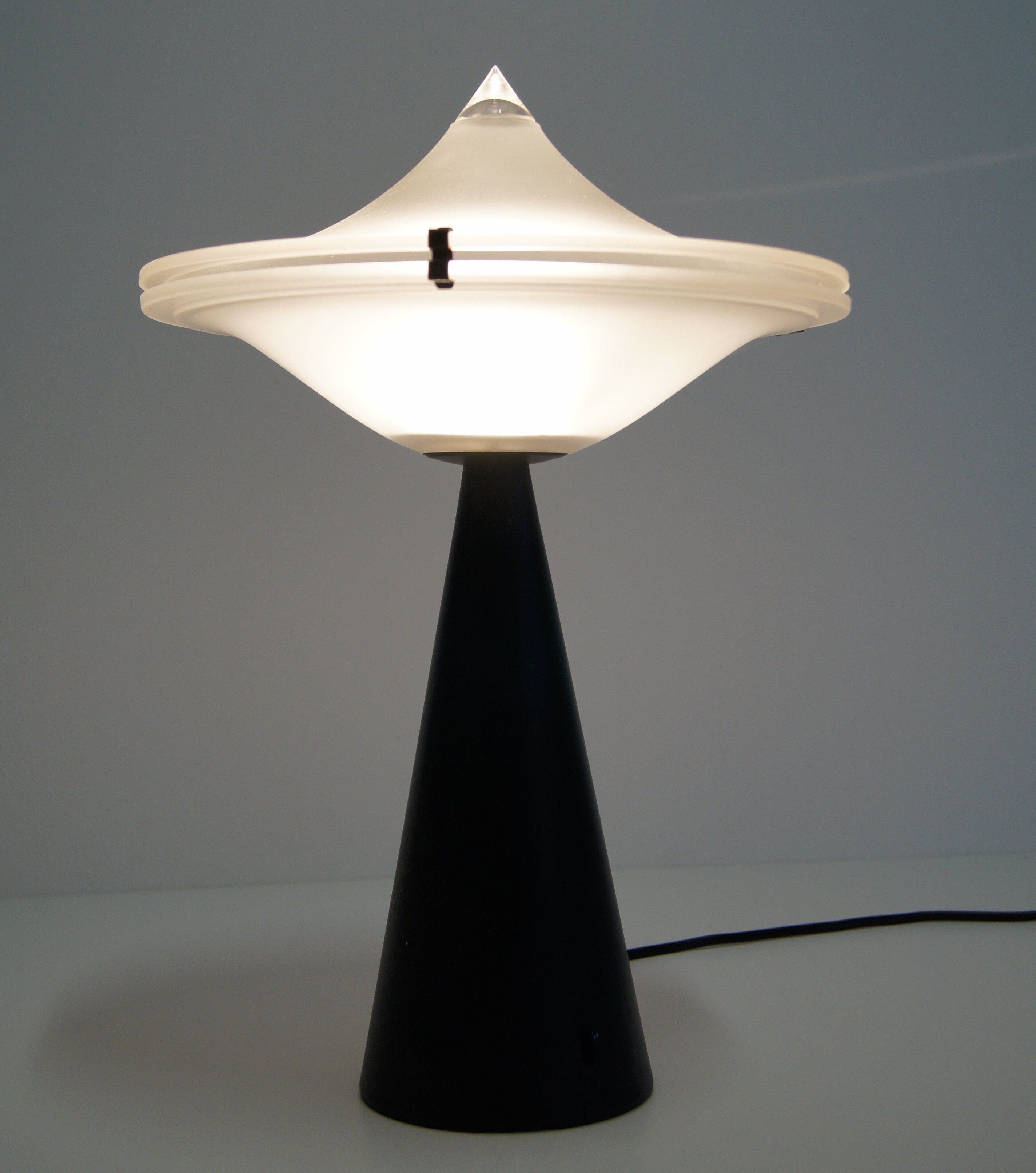 Post-Modern Alien saucer Table Lamp by L. Cesaro for Tre Ci Luce ...