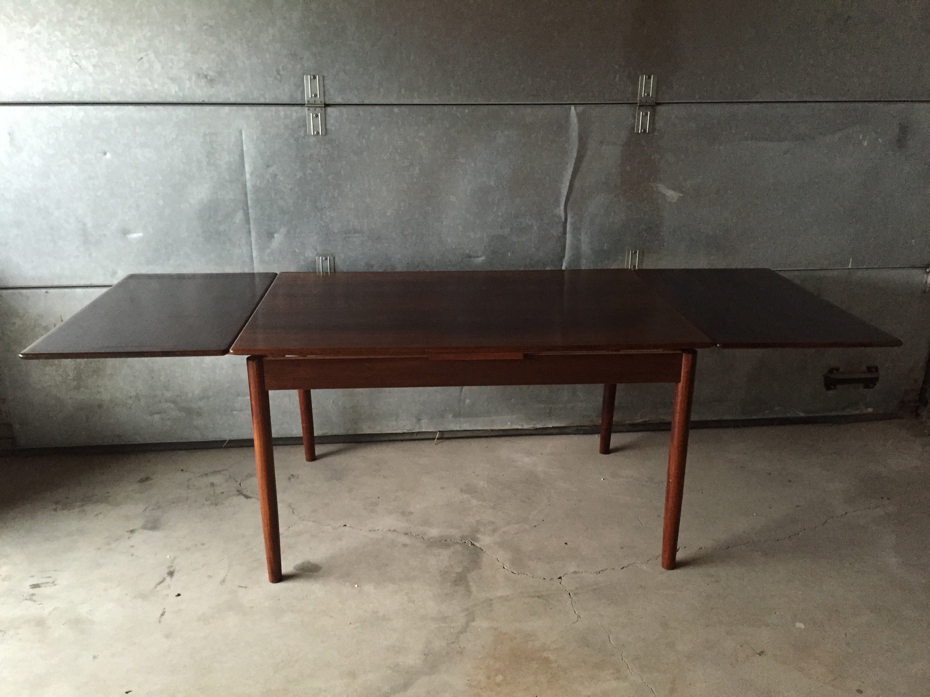 Danish design rosewood extending dining table 1950s 64098 for Designer extending dining tables