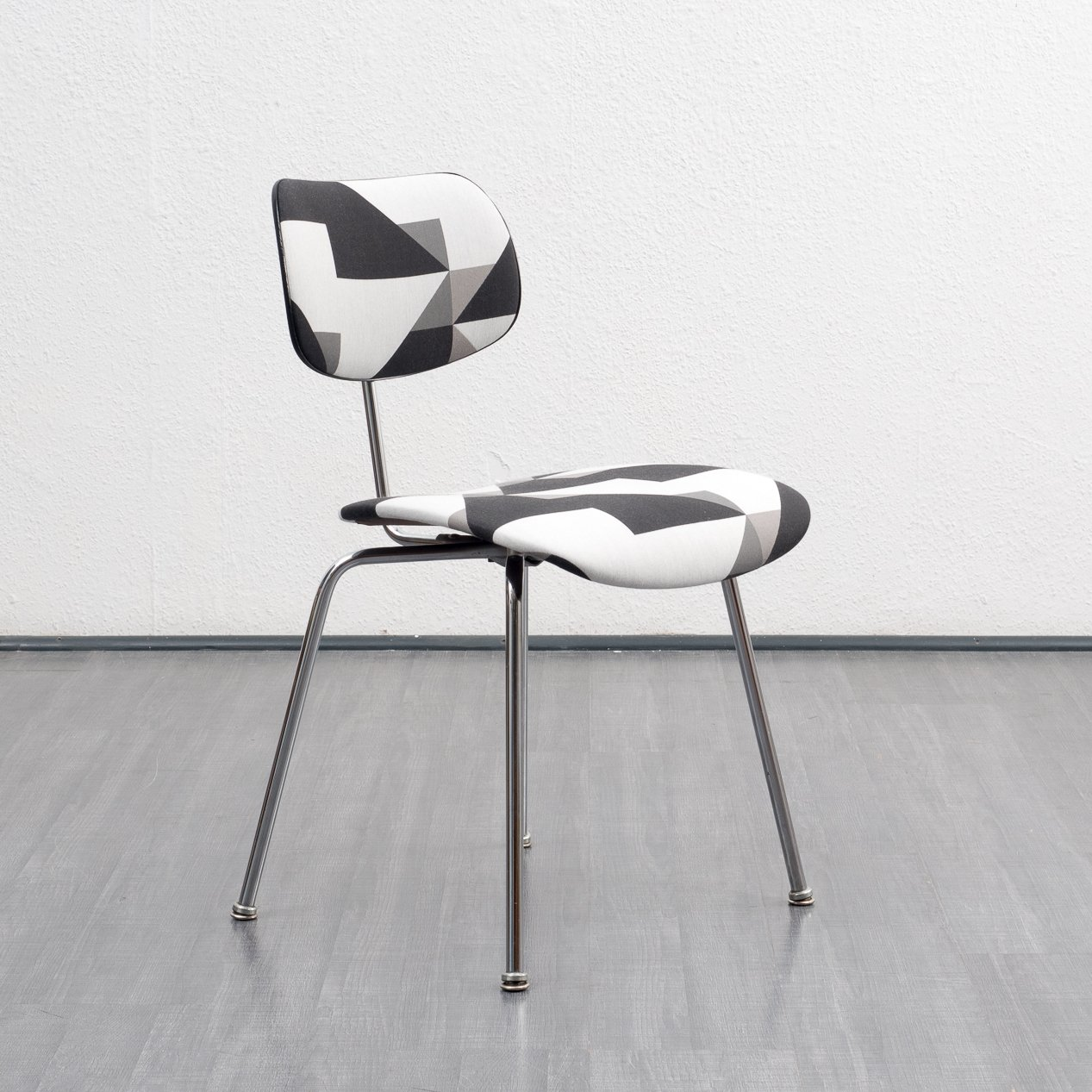 4 dinner chairs from the fifties by egon eiermann for wilde und spieth 64600. Black Bedroom Furniture Sets. Home Design Ideas
