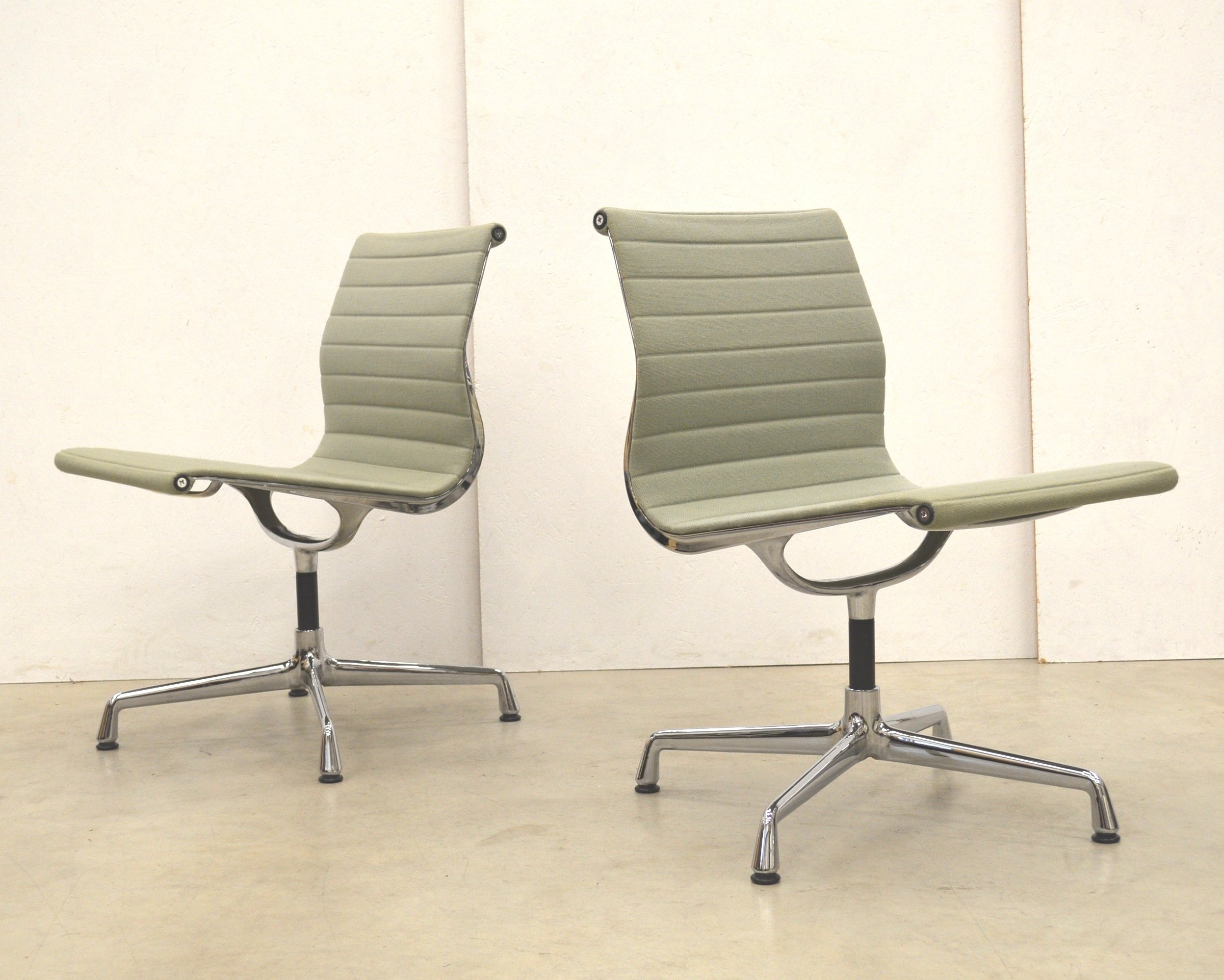 ea106 office chair by charles ray eames for vitra 1980s. Black Bedroom Furniture Sets. Home Design Ideas