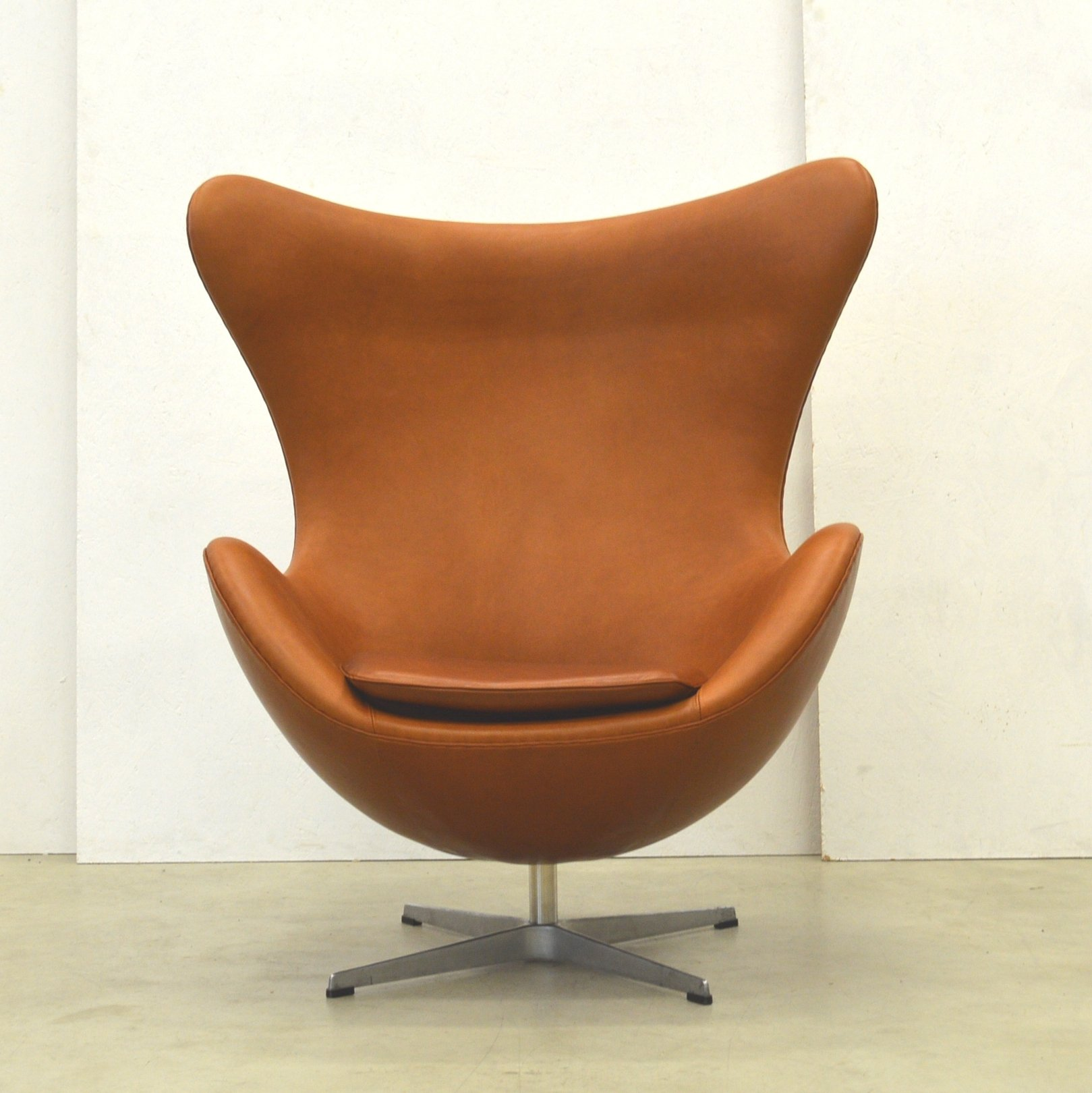 Egg Chair Cognac.Cognac Egg Chair Lounge Chair By Arne Jacobsen For Fritz Hansen