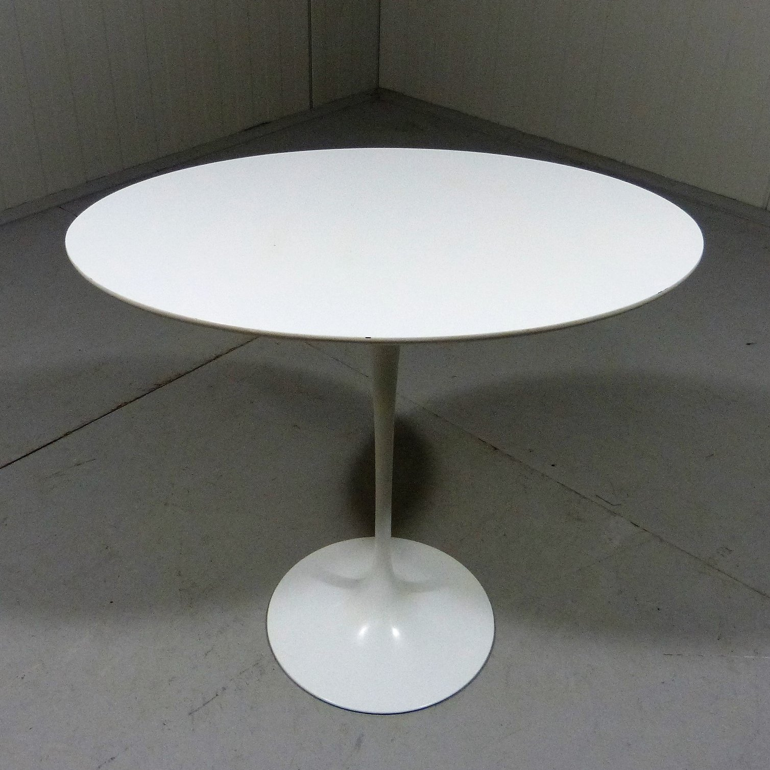 Oval Tulip Side Table By Eero Saarinen For Knoll International, 1960s