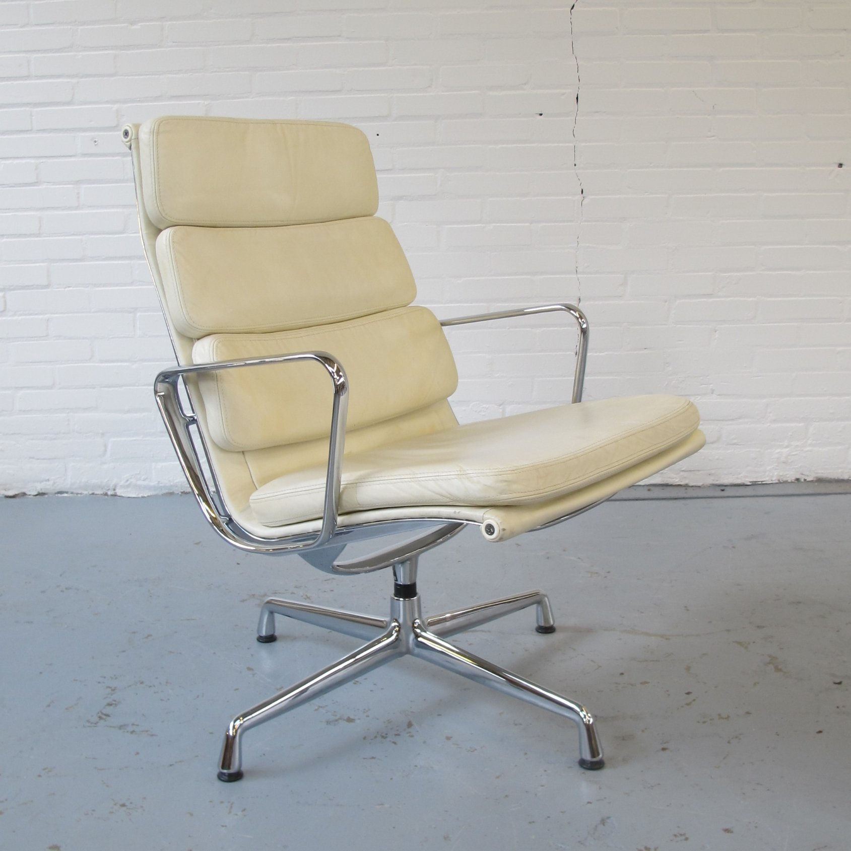 EA 216 soft pad lounge chair by Charles & Ray Eames for Vitra 1990s