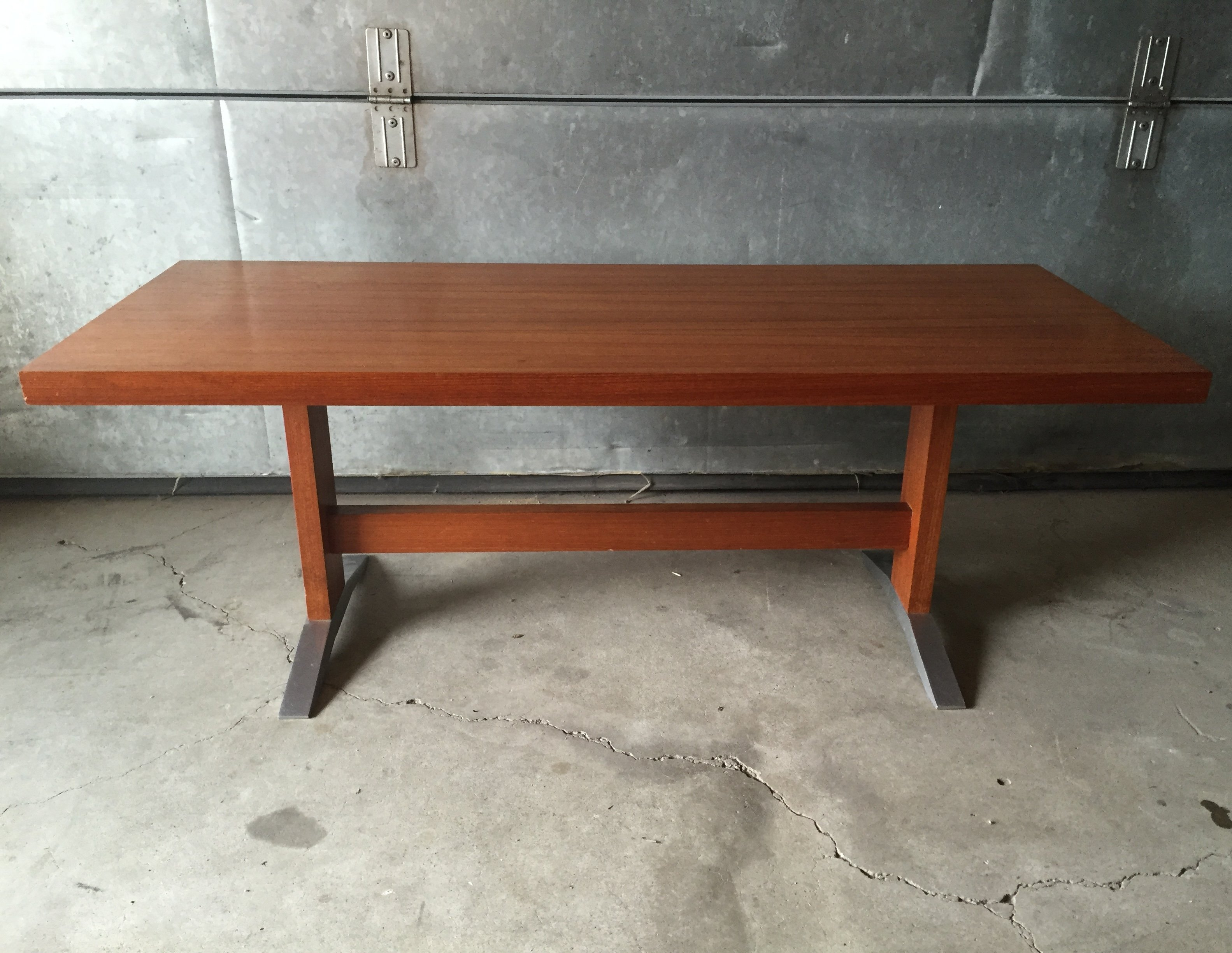Danish design teak coffee table with aluminium feet 1960s for Table exterieur design aluminium